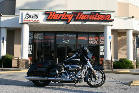 Pre-Owned 2017 Harley-Davidson Touring FLHX - Street Glide